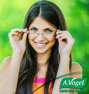 Σε περιπτώσεις ξηροφθαλμίας, κουρασμένων και ερεθισμένων ματιών, πολύ συχνά προτείνεται η εφαρμογή κολλυρίου για να συμπληρωθεί η φυσική μεμβράνη δακρύων και για την ομοιόμορφη ενυδάτωσή τους. Κατά την επιλογή κολλυρίου βεβαιωθείτε ότι δεν περιέχει συντηρητικά, τα οποία μπορούν να προκαλέσουν αλλεργίες και να επιδεινώσουν την κατάσταση.  Η A.Vogel προτείνει για την ξηροφθαλμία και τα ερεθισμένα και κουρασμένα μάτια, το κολλύριο φυσικής προέλευσης Eye Drops, με ευφράσια και υαλουρονικό οξύ.