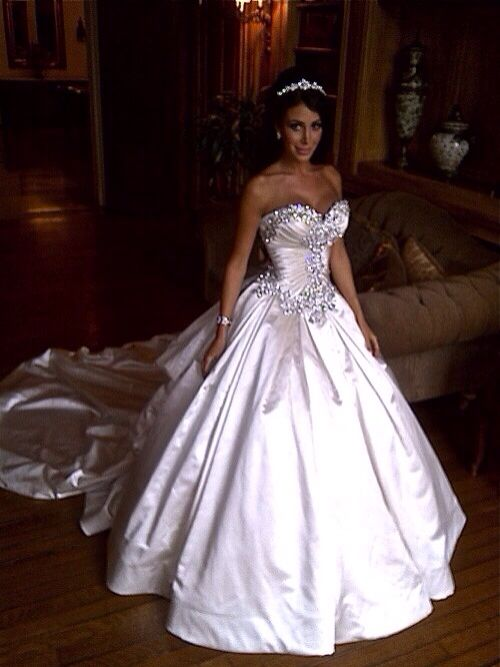 Jennifer Stano in a Pnina Tornai dress