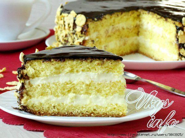 Торт «Чародейка» готовится из бисквитных коржей с заварным кремом и шоколадной глазурью.