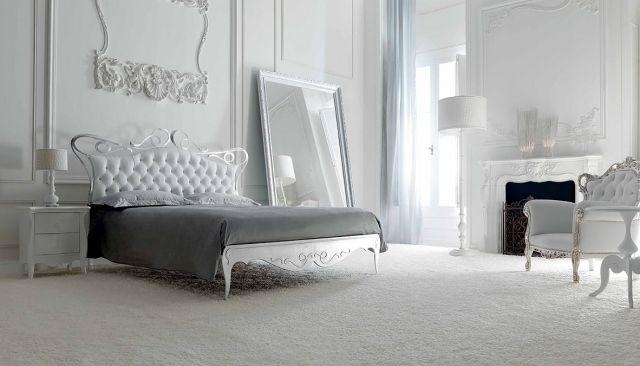 chambre à coucher blanche, mobilier esprit baroque