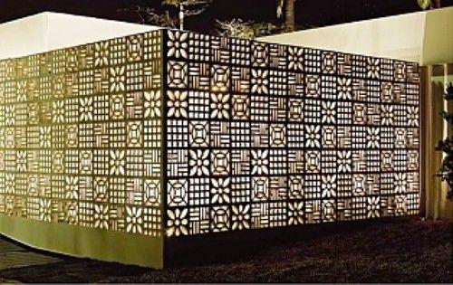 Repaginados, cobogós dão charme e estilo aos ambientes. Cobogó é um elemento arquitetônico, geralmente no formato de blocos vazados, que inicialmente era feito somente em cimento. Com o passar dos anos a indústria foi modernizando o produto, que passou a ser fabricado também em cerâmica, cerâmica esmaltada e até vidro. Sua principal função é fechar ou dividir ambientes, permitindo a passagem de luz e a ventilação.