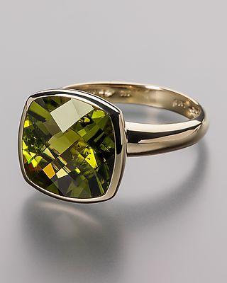 Sogni d'oro Goldring mit Peridot - Absolut hochwertiger Gelbgoldring mit Peridot von Sogni d'oro  Mit diesem Ring sichern Sie sich ein Schmuckstück, das durch seine klare Struktur begeistert. Der Ring besteht aus hochglanzpoliertem 585er Gelbgold und ist mit einem großen Peridot in seltener Stumpfeckform ausgefasst. Der Peridot hat ein Edelsteingewicht von rund 7,2 Karat. #schmuck #sognidoro #sogni #doro #ring #grün #green