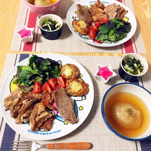 3月21日 #夜ごはん 🌙 🍵まるごと玉ねぎスープ 🍖長崎和牛のステーキ 🍖ミニチーズ豆腐ハンバーグ(冷凍つくおき) 🍖ラム焼肉(塩、タレ) ⭐ベビーリーフサラダ ⭐ほうれん草と長芋のおかか和え ⭐さくら大根の漬け物  今日は肉づくし〜( '﹃'⑉) 週末に新しい冷蔵庫がくるので 冷凍ものなど食材をきれいさっぱりに しなくてはならないのです😵🤔 玉ねぎスープは スロークッカーでやわらか〜😊 #dinner #dinnertime #cooking #晩ごはん #Instafood #おうちごはん #ふたりごはん #彼ごはん #デリスタ #food #手作り料理 #自炊 #自炊生活  #おうちレストラン#kitchengram #彼氏 #男子ごはん #玉ねぎスープ #肉 #ステーキ #長崎和牛 #ラム #糖質オフ #つくおき