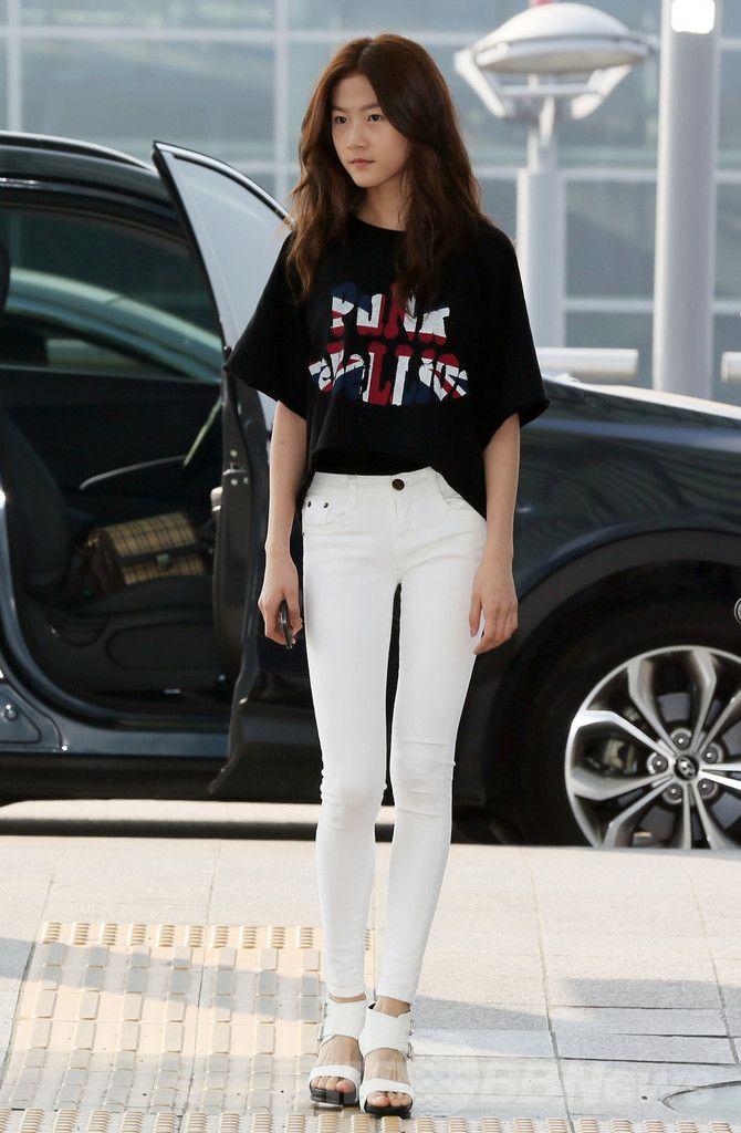韓国・仁川国際空港(Incheon International Airport)からフランス・カンヌ(Cannes)に向けて出発する、女優のキム・セロン(Kim Sae-Ron、2014年5月18日撮影)。(c)STARNEWS ▼22May2014AFP|韓国の俳優ら、カンヌ国際映画祭に向けて出発 http://www.afpbb.com/articles/-/3015449 #Kim_Sae_Ron