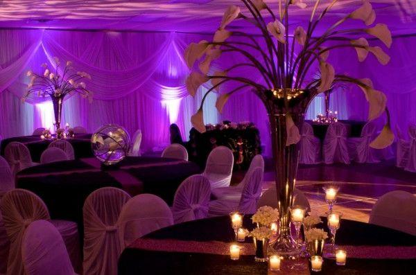 Schöne Dekoideen für extravagante Hochzeitsdekoration - extravagante Hochzeitsdekoration indische verlobung dunkel dramatisch wedding table decoration