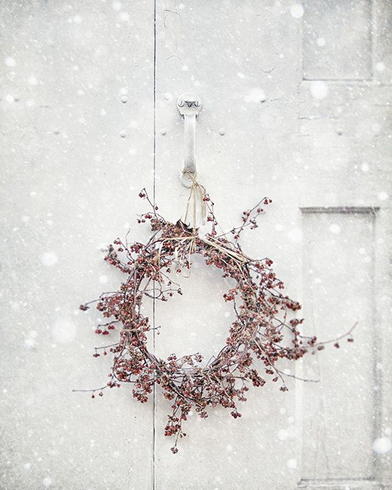 Saw this one floating around Pinterest w/o a link, so I thought I'd pin it. :) Country Christmas Wreath Photography. :)