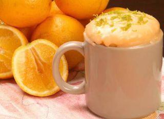"""Sem tempo, mas com vontade de uma sobremesa? Faça o <a href=""""http://mdemulher.abril.com.br/culinaria/receitas/bolo-laranja-caneca-407347.shtml"""" target=""""_blank"""">bolo de laranja na caneca</a> em três minutos."""