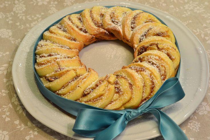 Crostata arrotolata con marmellata di fichi e noci nel fornetto Versilia