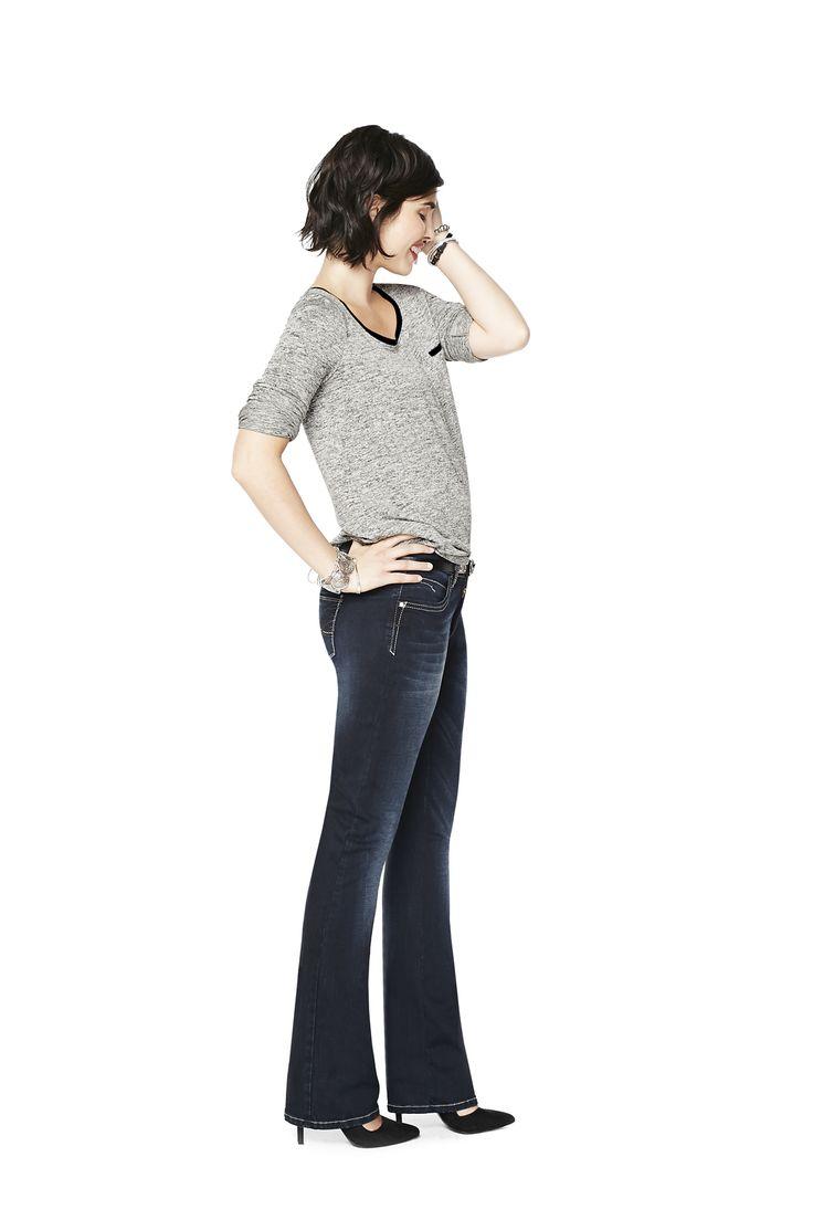 Only denim: nous avons joué avec les détails pour créer des finis intenses, des coutures contrastées et ajouté des clous en métal afin de donner à ces jeans des allures cool et sans effort.