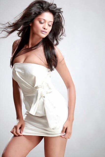 Hot thighs and cleavage show - Shreya -