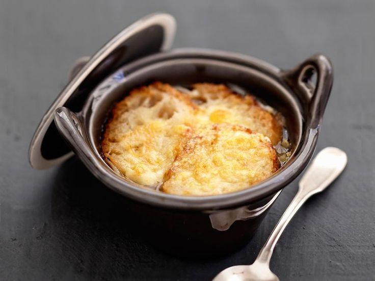 Découvrez la recette La vraie soupe à l'oignon sur cuisineactuelle.fr.