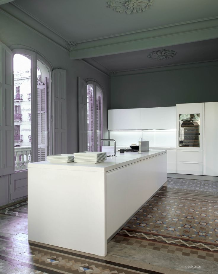 Silestone Blanco Zeus gives cleanliness and purity to this impressive urban space. A minimalist air that seduces. #architecture #interiordesign