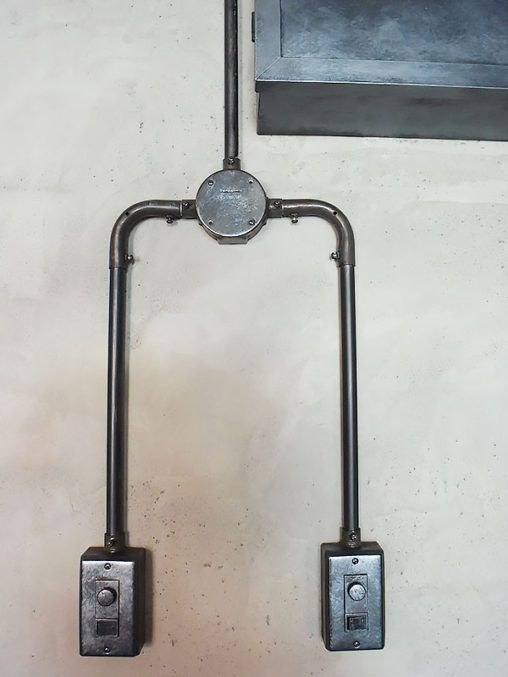 (株)EAGLEVALLEY ブランド名 SALVAGE 店舗施工例 3-22 露出配線 スイッチボックス