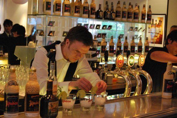 """Bo Tranberg er medejer af DrinksMeister ApS og står bl.a. for den daglige drift af MixMeister.dk. Her har han stået for at levere bartudstyr, spiritus og mixer til den danske befolkning de sidste 6 år. Specialeområde(r): Bo har en utrolig stor """"all around"""" viden, men hans speciale er stadig rom og tequila."""