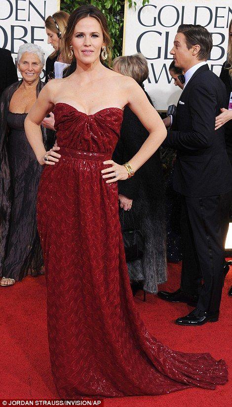 Jennifer Garner in Vivienne Westwood. Golden Globes 2013. Love her and the color on her