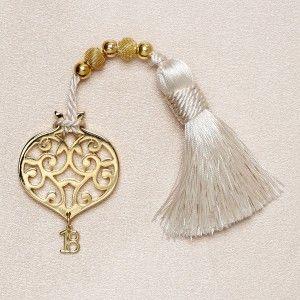 Χειροποίητο γούρι επίχρυσο ρόδι με σχήματα, χρυσές χάντρες και φούντα. Τα χειροποίητα αντικείμενα είναι δυνατόν να έχουν μικρές διαφορές στο βάρος, χρώμα ή διαστάσεις.
