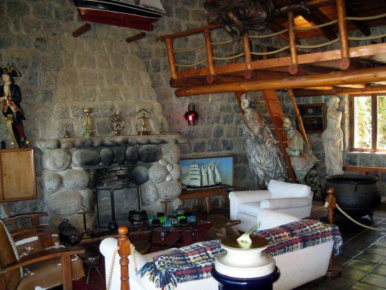 Interior de la casa de Isla negra que se contruyó Pablo Neruda.