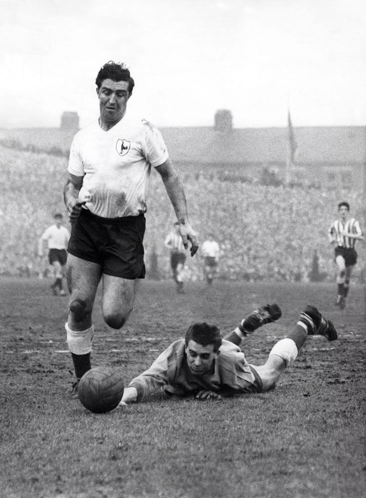 Bobby Smith about to score