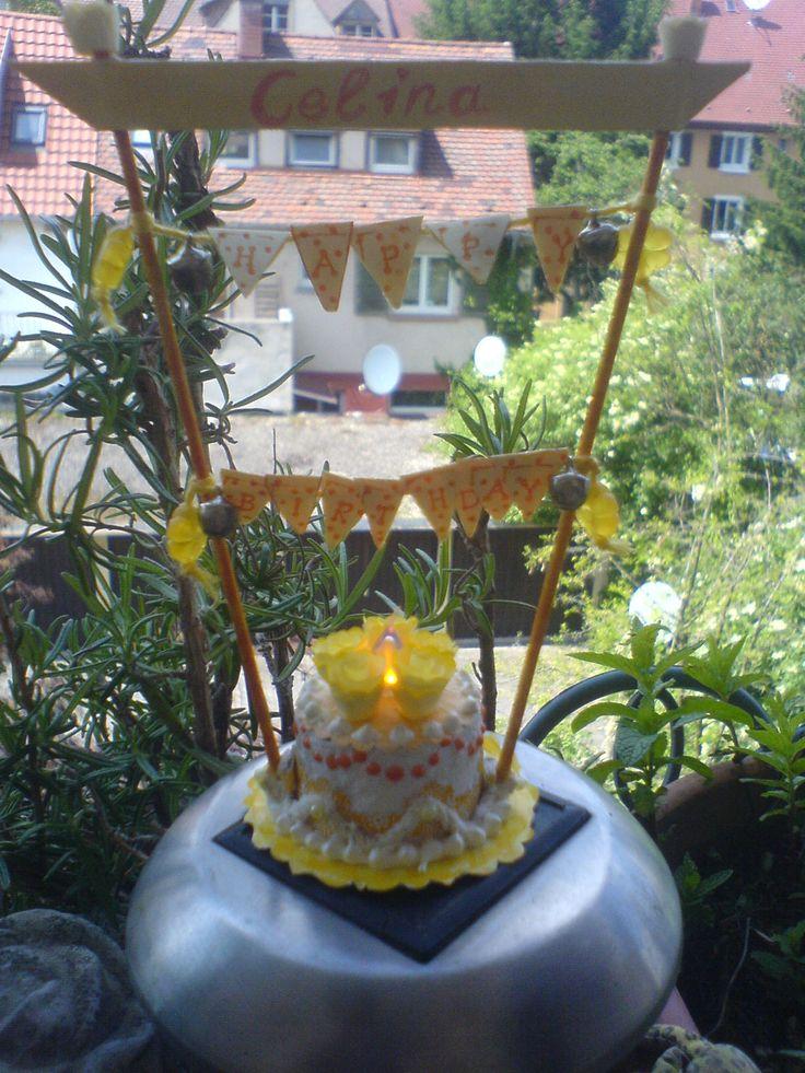 für den Geburtstag eine mini Torte aus einem Teelicht gebastelt....