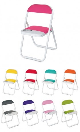 Versione Baby della ormai celeberrima sedia pieghevole Pantone, per rendere anche la cameretta dei bambini un'area dedicata al design. Dotata di un blocco di sicurezza per proteggere le loro piccole dita!  In metallo e pelle ecologica, disponibile in vari colori.