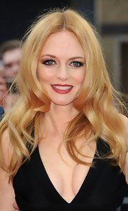 Heather Graham, loving her makeup here
