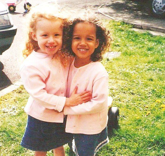 Kisah Dua Gadis Kembar Namun Tidak Mirip