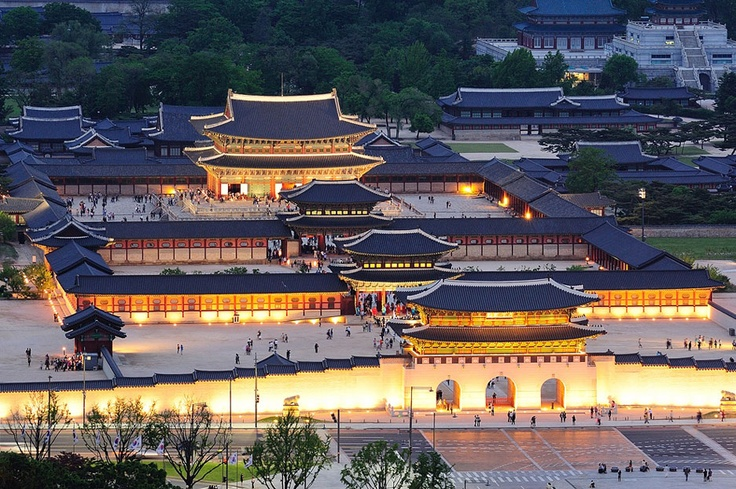 The oldest of five royal palaces of the Joseon[The Joseon Dynasty (1392-1910] period is Gyeongbokgung.