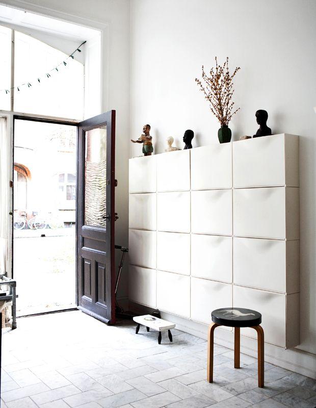 Se de kreative entrémøbler til store og små entréer, og find den stil, der passer til dig og dit hjem.