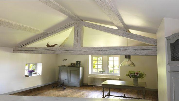 Sur les poutres, portes et lambris le badigeon est le produit idéal de rénovation des bois de la maison lorsque l'on veut leur donner une touche moderne empreinte du charme de la décoration d'antan. Sur tous ces supports, la mode du bois verni c'est du passé, ça assombrit la pièce et ce n'est pas tr