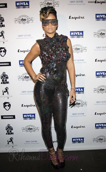 2nd Annual House Of Hype Directors Dinner - September 12, 2009 - 011 - Rihanna Daily Photo Gallery - 24/7 Source for Miss Rihanna
