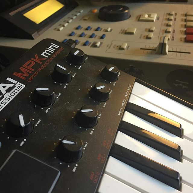 When do u make beats: Day or Nite or Both? #mpc2000xl