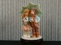 Dolls House Ornament from The Wonham Collection. A3832.