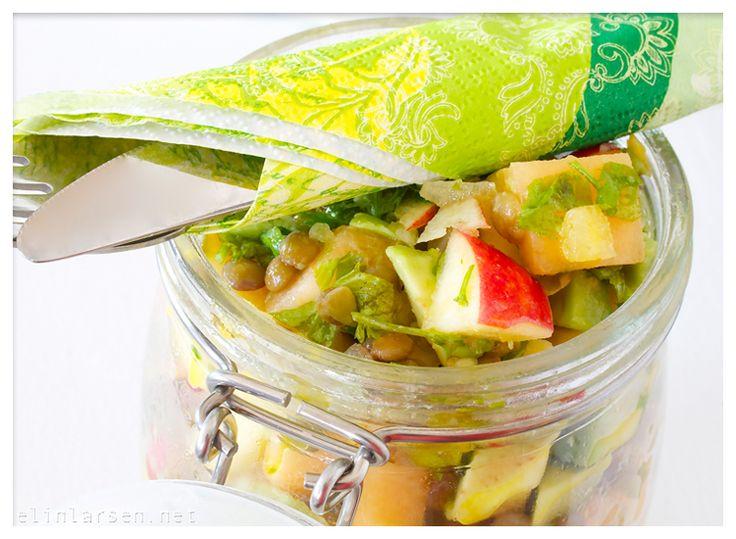Klar for en liten detox-salat? Linsesalat med grønne linser, avokado, eple, pære, vårløk, melon, rapsolje, sesamolje, sitronsaft, koriander og salt og pepper. Mmmh! (Av Elin Larsen)