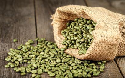Caffè verde: i benefici dell'acido clorogenico - I chicchi di caffè verde sono chicchi non ancora tostati e in quanto tali ricchi di acido clorogenico, sostanza nota per i suoi innumerevoli benefici.