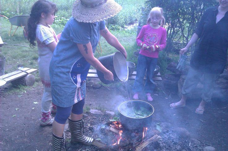 Skolehaverne i Lersøparken er en oase og et fantastisk sted at lære børn, at dyrke afgrøder og lave mad over bål. Der er frivillige som fastlægger det ugentlige program. Adgang kræver dog at du har tilmeldt dig et havelod. Sæsonen starter op i April og slutter i September.