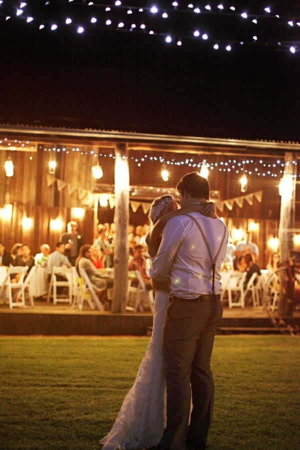 Rustic, country wedding.. beautiful pictures!