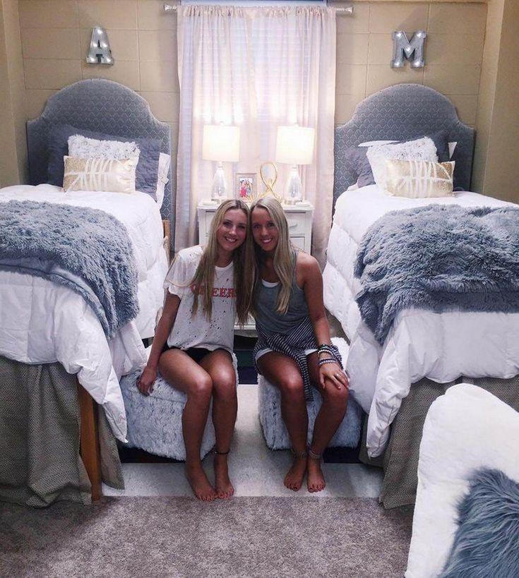 Girl in yoga pants in her dorm room | HOT Girls In Yoga