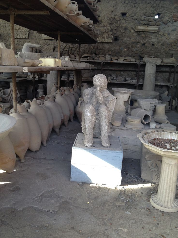 When a single pyroclastic surge hit Pompeii, the inhabitants in town were incinerated.