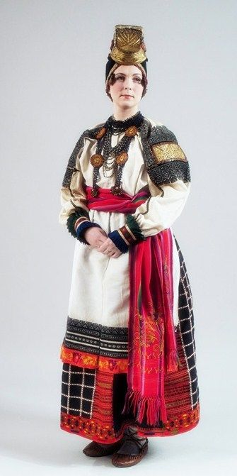 Russian national costume. Festive attire of a peasant woman from Voronezh Province, Russia. Middle 19th century. Authentic specimen from the State Russian Museum. #Russia #folk #costume
