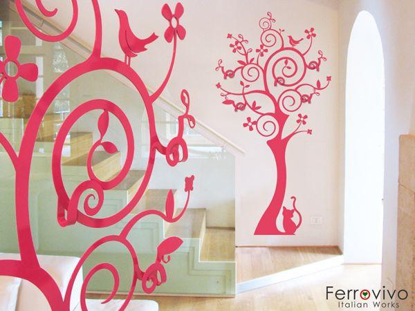 Appendiabiti Saint Francisco   Dimensioni: 98 x 190 cm. Materiale: metallo rivestito a polvere. Prezzo: Euro 350.   www.ferrovivo.it/