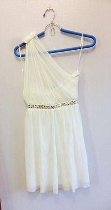 White one-shoulder dress size 8