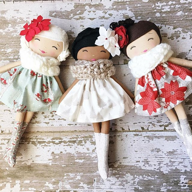 SpunCandy Dolls These girls just make me smile ❤️ #spuncandydolls #christmasdolls #handmadedolls #shopearlyforchristmas #winterberrylanecollection #availablesaturday
