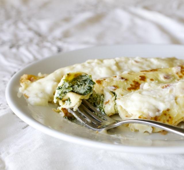Panqueques rellenos con espinacas / Spinach and ricotta stuffed crepes | En mi cocina hoy