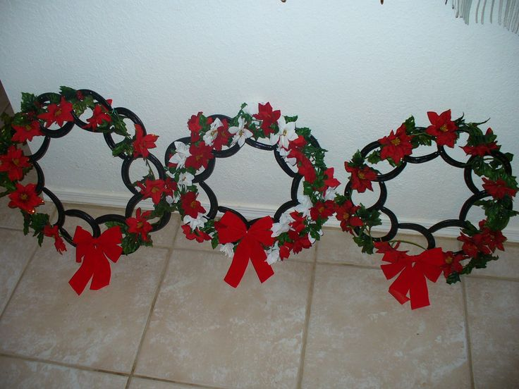 Horseshoe wreaths for christmas all occasions horse for Horseshoe christmas art