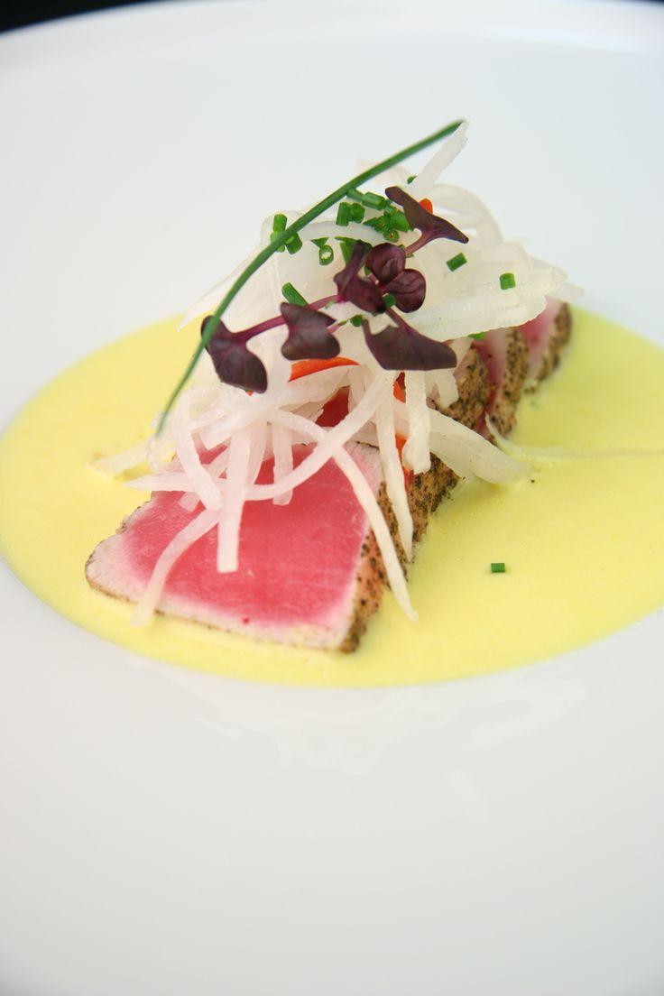 филе тунца с соусом халапеньо и лапшой из дайкона с чили рецепт с фото
