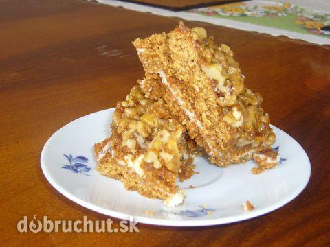 Orechovo-karamelový koláč