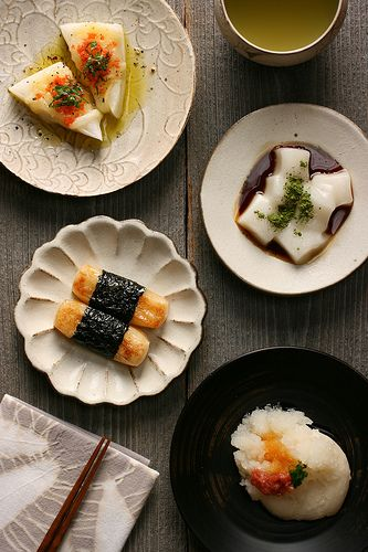 *Grilled mochi with cheese, salmon flake, shiso leaves, olive oil, black pepper  *Boiled mochi with black sugar syrup, matcha  *Grilled mochi with soy sauce, sugar, nori  *Boiled mochi with grated radish, soy sauce, ume paste, green long onion