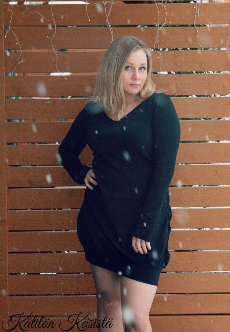 Handmade little black dress. ;)  Kätilön Käsistä: Pikkutuhm... eikun musta!