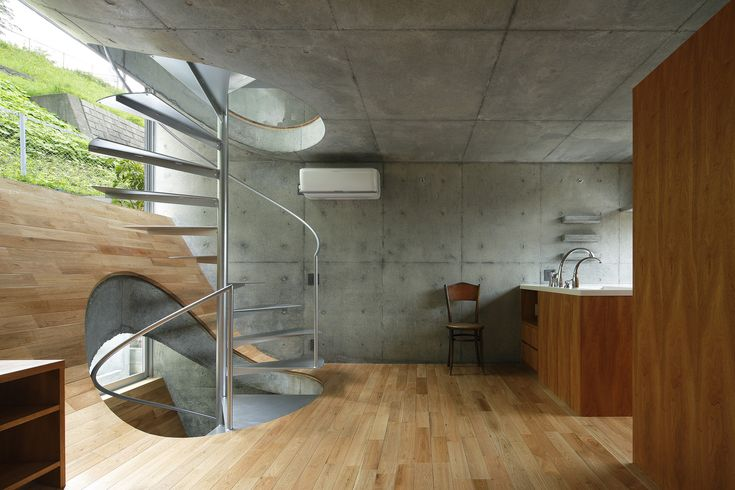 Image 7 of 16 from gallery of  15 Fantastic Photos of Stunning Staircases. Photograph by Koji Fujii / Nacasa&Partners