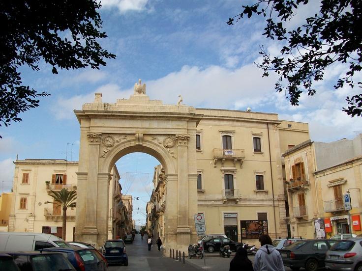 Porta d'accesso, by Giovanni Reali.